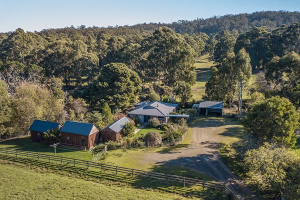 Inala Cottage - Bruny Island - Birding and Nature Immersive Accommodation